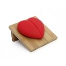 Солонки на бамбуковой подставке в виде сердца