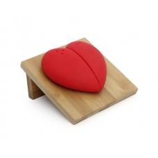 Солонка на бамбуковой подставке в виде сердца